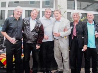 vlnr.: Tommy Lawrence , Karl-Heinz Thielen , Fritz Schramma , Ron Yeats, Albert Deistler, Angela Kanya